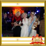 Двойник Мерилин Монро на празднике встречает гостей