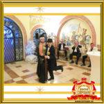 Двойник Лайзы Минелли и двойник Чарли Чаплина выступают на празднике в Москве