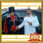 Двойник Сталина фото с гостями праздника