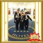 Двойник Лайзы Минелли и двойник Чарли Чаплина фото с гостями